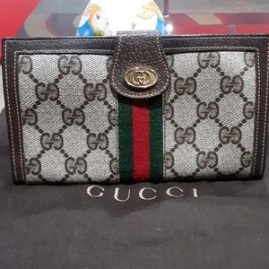 36b67d3c829 Gucci Bags - VTG GUCCI WALLET RED GREEN STRIPE RARE